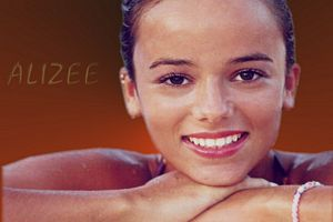 photo chanteuse Alizee
